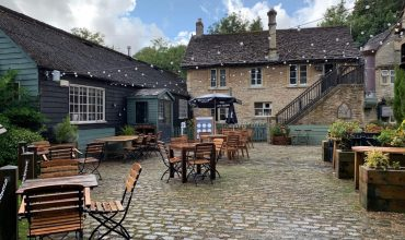 Image of https://bristol-barkers.co.uk/dog-friendly/the-white-hart-ford/